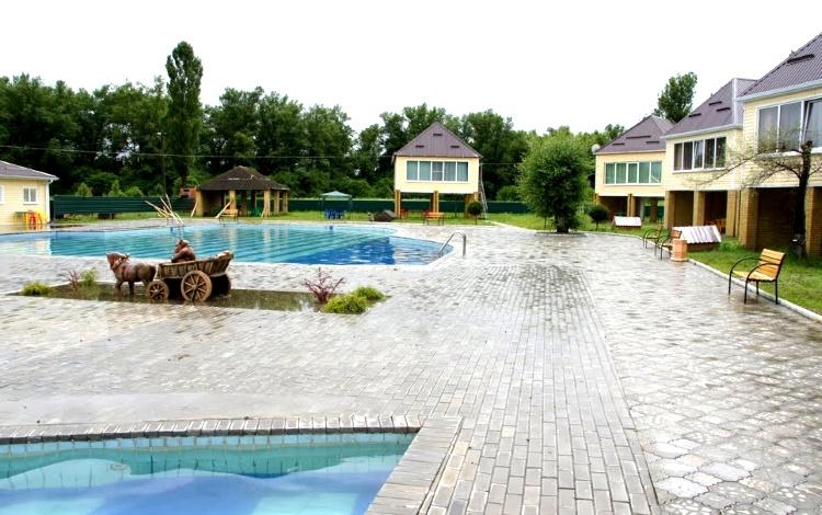 В Краснодарском крае в поселке Мостовской находятся сразу несколько баз отдыха