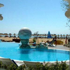Золотые пески-Болгария-бассейн-с-термальной водой