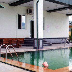 купаться в горячей воде Аушигерского источника