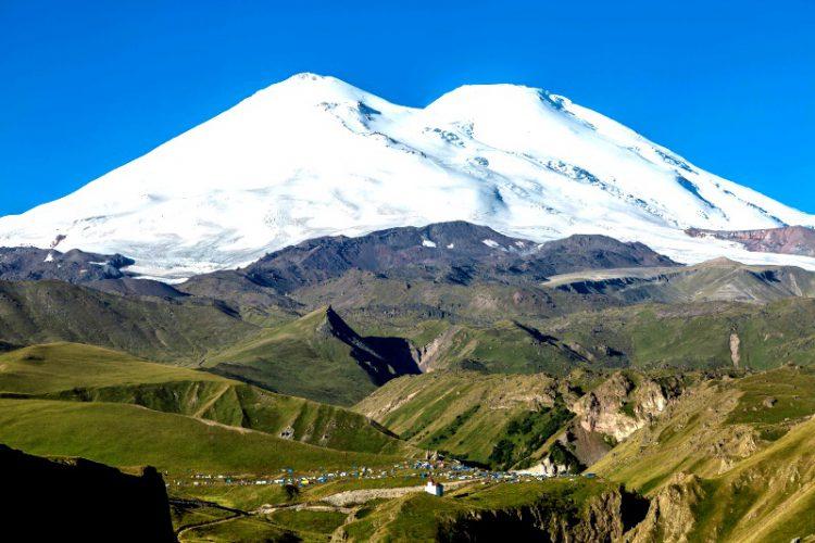 Джилы Су находится среди гор Кавказа
