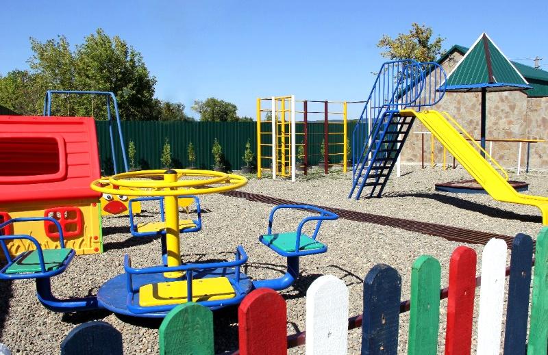 """Поселок Цветочный, база отдыха """"Кедровый бор"""", площадка для детей"""
